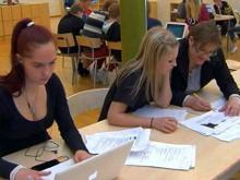 Минобрнауки РФ до конца года собирается избавить учителей от бумажной аттестации путем перевода всей системы на электронную базу.