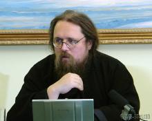 главный блогер РПЦ Кураев (пишущий в ЖЖ под ником diak-kuraev) заявил, что теология полезна физикам, которые «балуются оккультными теориями вроде волновой генетики и торсионных полей».