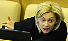 Сопредседатель ОНФ депутат Госдумы Ольга Тимофеева сообщила РИА Новости, что ко второму чтению законопроекта о введении школьной формы планируют поправки, повышающие ответственность регионов.