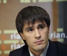 Глава комиссии Совета Федерации по развитию информационного общества Руслан Гаттаров негодует по поводу плохого обеспечения информационной безопасности в школах.