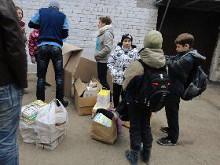 В День учителя, 5 октября школьники совместными усилиями с родителями принесли в общей ложности более 13 тонн макулатуры в пункты приемки.