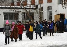 В понедельник 3 февраля 2014 года в московской школе № 263 района Отрадное старшеклассник устроил стрельбу из винтовки своего отца.