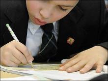 По исследованиям ФОМ, 66% россиян считают, что необходимо вернуть письменные сочинения в экзамены.