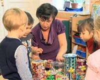 Как сообщают в правительстве РФ, дефицит мест в детских садах сокращается ударными темпами.