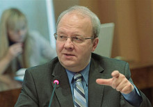 Алексей Хохлов: «Нам предложили составить список людей в комиссию, которая бы проверила составы экспертных советов, прежде всего по экономике».