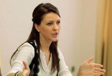 """Алена Аршинова: """"Речь не идет о жестком дресс-коде, никто не собирается единообразно одевать педагогов"""""""