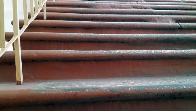 лестница, доступная среда