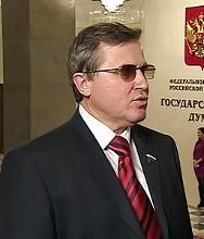 Олег Смолин, Первый заместитель председателя комитета по образованию подозревает Минобрнауки в коррупции