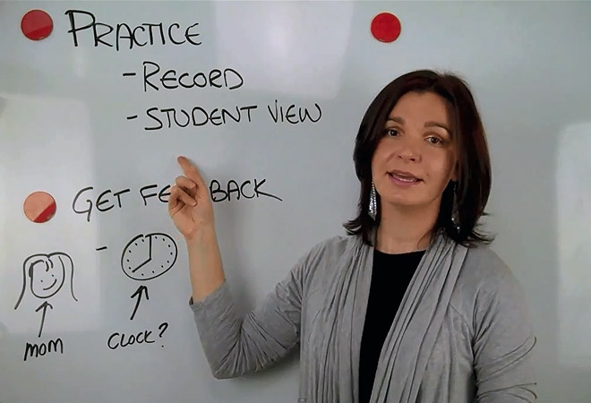 Репетитор на онлайн-занятии по английскому языку