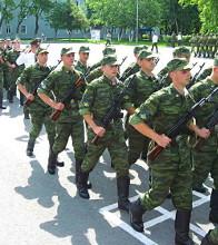 Модернизация образования коснется и военных вузов – до 1 марта по поручению президента правительство должно рассмотреть вопрос о разрешении военным вузам самим разрабатывать стандарты обучения.