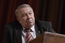 По мнению Владимира Фортова, президента РАН, ВАК должна быть выведена из подчинения государственных систем управления образованием и стать независимой, надведомственной экспертной организацией.
